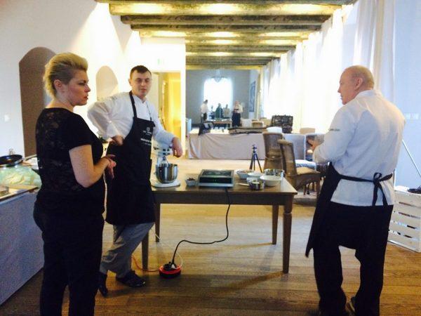 Grzegorz Pomietło, szef kuchni Art restauracji podczas sesji zdjęciowej