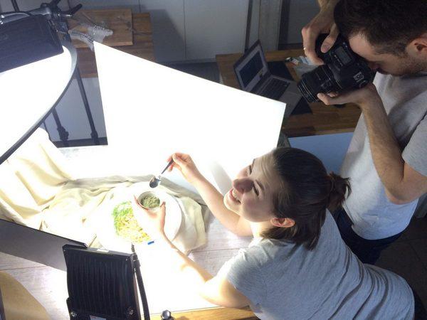 """Michał i Kateryna Klimeccy przygotowywali sesję zdjęciową do książki """"Warzywa górą"""""""