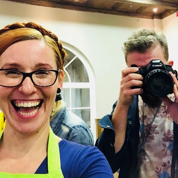 Bartek Sadowski fotograf i Katarzyna Gubała podczas sesji zdjeciowej