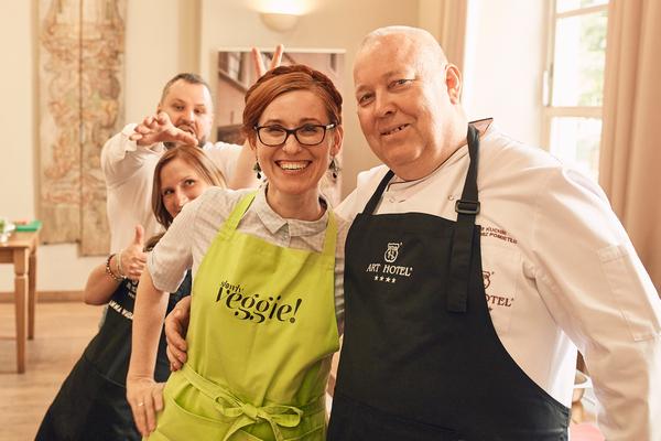 Uczestnicy, pod czujnym okiem szefa kuchni Art Restauracji Grzegorza Pomietło, zmierzyli się z sezonowym menu
