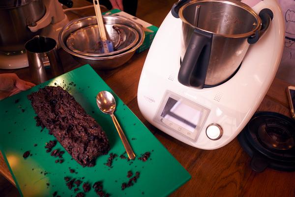 Brownie z czerwonej fasoli, na siemieniu lnianym i bakaliami od Bakallandu zblendowaliśmy w Thermomix TM5