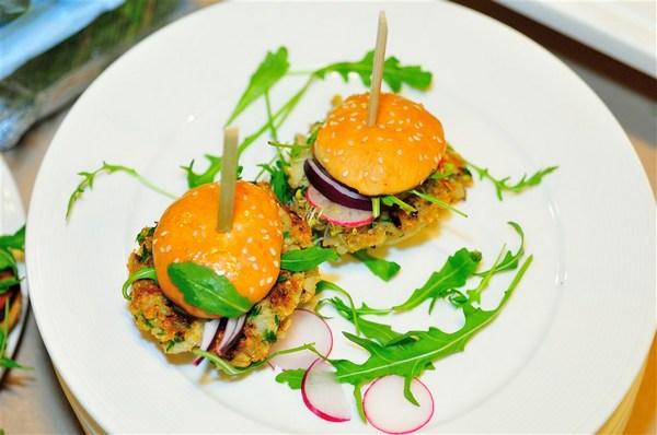 Absolutnym hitem okazały się burgery przygotowywane na bazie ciecierzycy