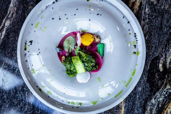 Wegańskie fine diningowe dania na stołach królowały od stuleci