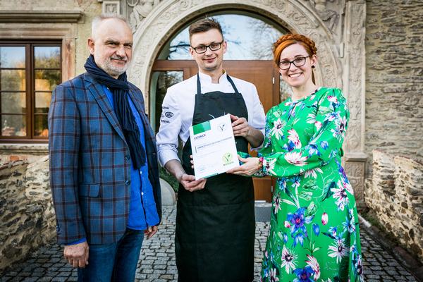 Restauracja Uroczysko Siedmiu Stawów otrzymała V-Label na bufet śniadaniowy i sezonowe menu