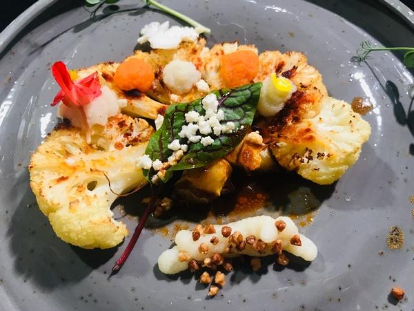 prostym trendem w kuchni wegańskiej jest lokalność zwana inaczej slow foodem