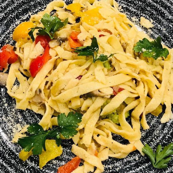 Spaghetti własnoręcznie przygotowane na warsztatach kulinarnych smakuje najlepiej