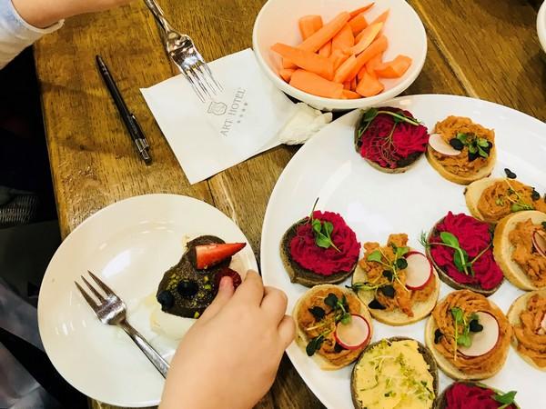 Integracja pracowników poprzez warsztaty kulinarne i jedzenie