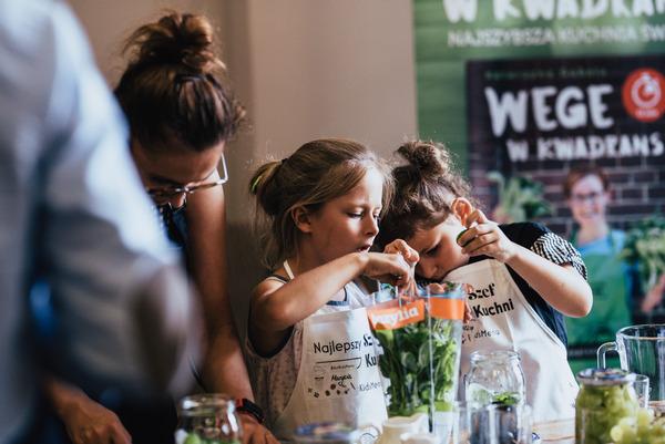 Dzieci na warsztatach kulinarnych we Wrocławiu