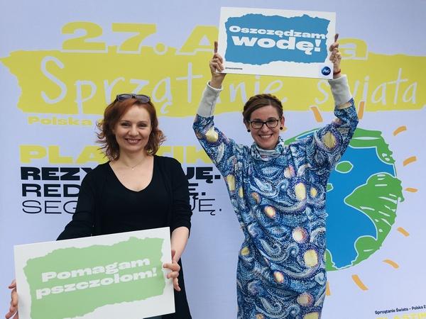 Nominację na ambasadorkę Sprzątanie świata - Polska dla Katarzyna Gubała wręczyła piosenkarka Ewelina Flinta.