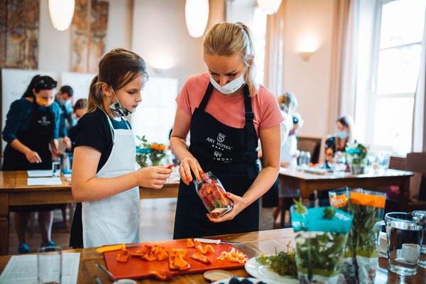 Warsztaty kulinarne ze znanymi kucharzami to opcja na integrację firmy