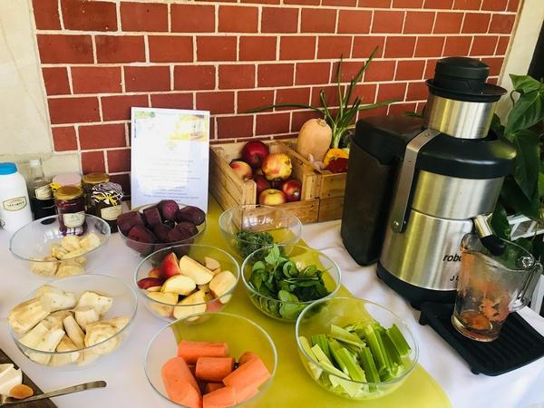 Wegańskie śniadanie po szkoleniu z kuchni wege w Hotelu Dębowym w Bielawie